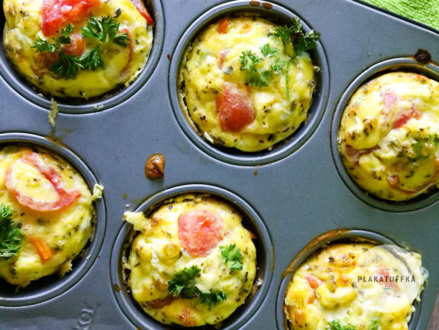 Jajeczne muffiny z warzywami na zdrowie w foremce