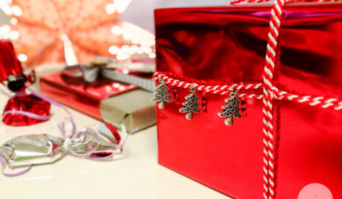 Jak zapakować świąteczny prezent
